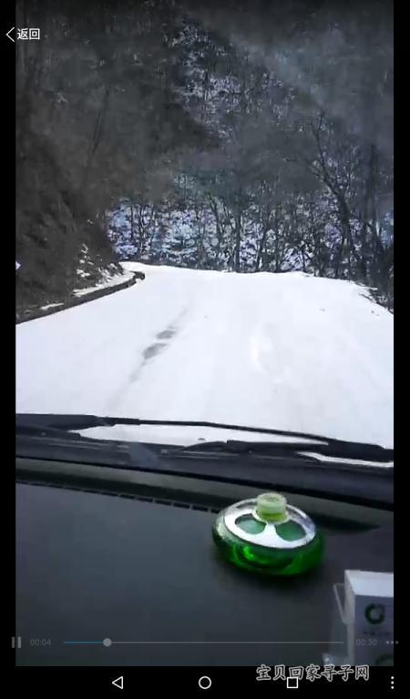 车子在盘山公路艰难地行走