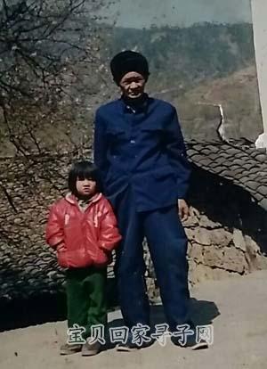 5岁时与养父的合影